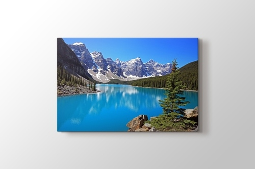 Picture of Moraine Lake in Canada